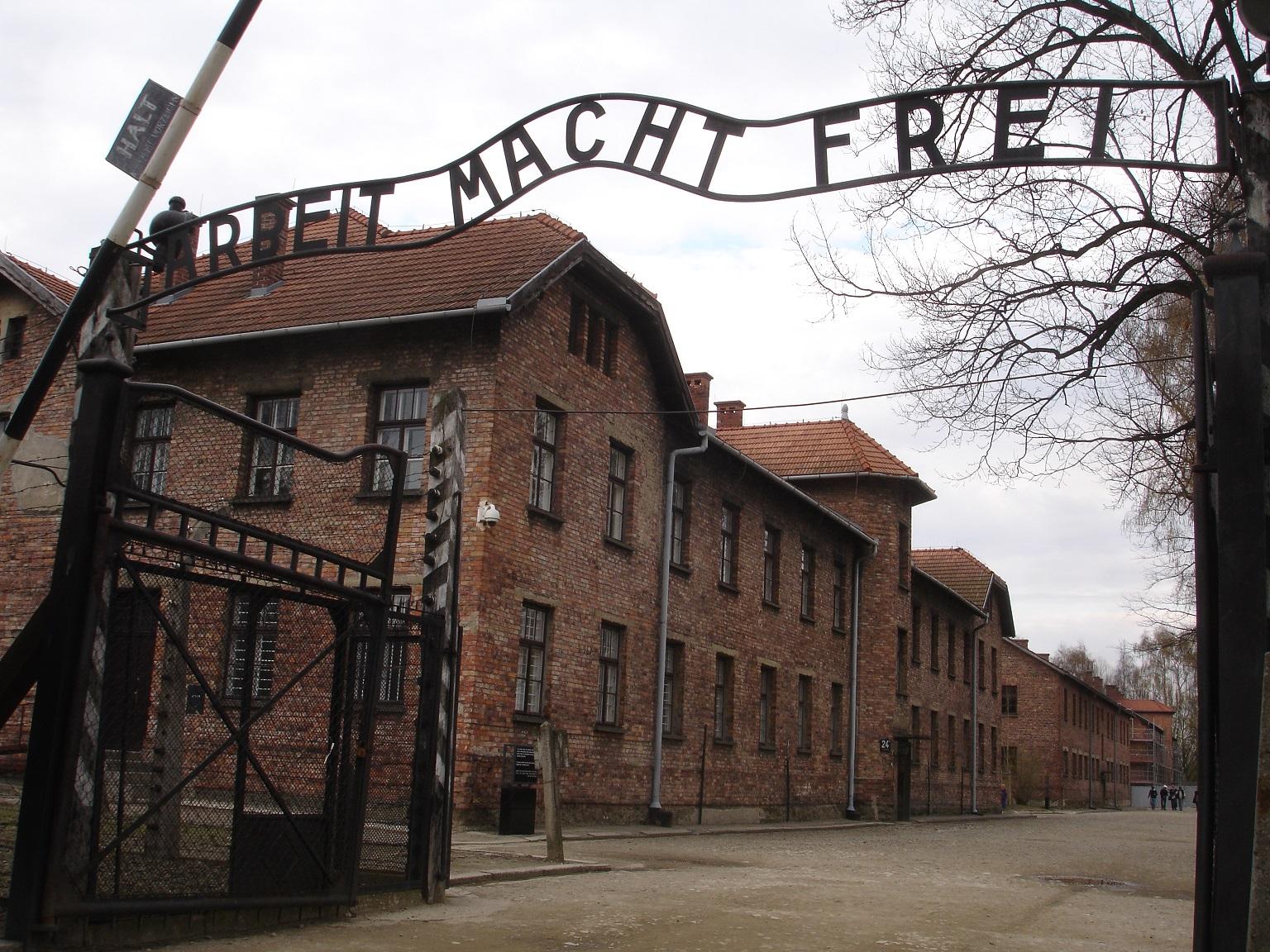 """Auschwitz- """"Arbeit Macht Frei"""""""